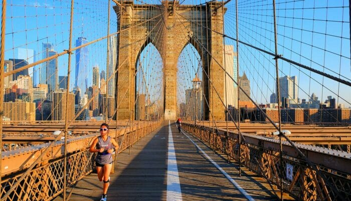Brooklyn Bridge em Nova York - Correndo