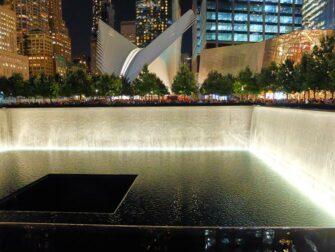 Memorial 11 de Setembro em Nova York à noite