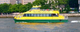 Barco turístico em Nova York