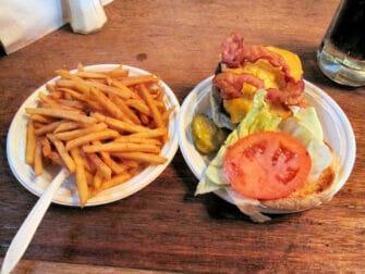 O melhor hambúrguer de Nova York Corner Bistro in NYC