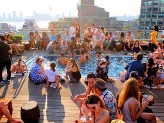 Os melhores bares em cobertura de Nova York - A Piscina