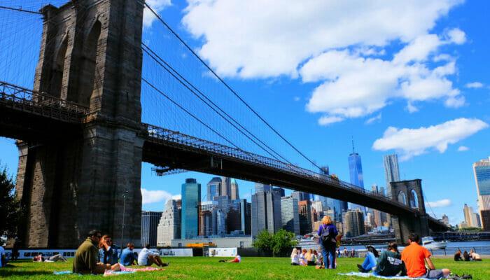 Brooklyn Bridge Park em Nova York - Relaxando