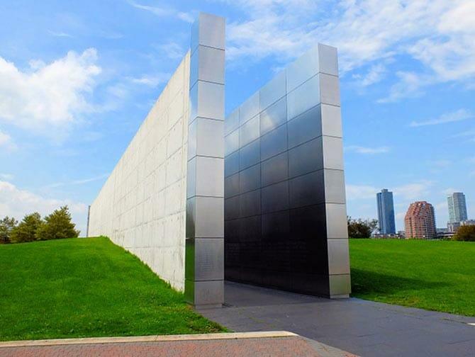Empty Sky Memorial em Nova Jersey - Vista lateral