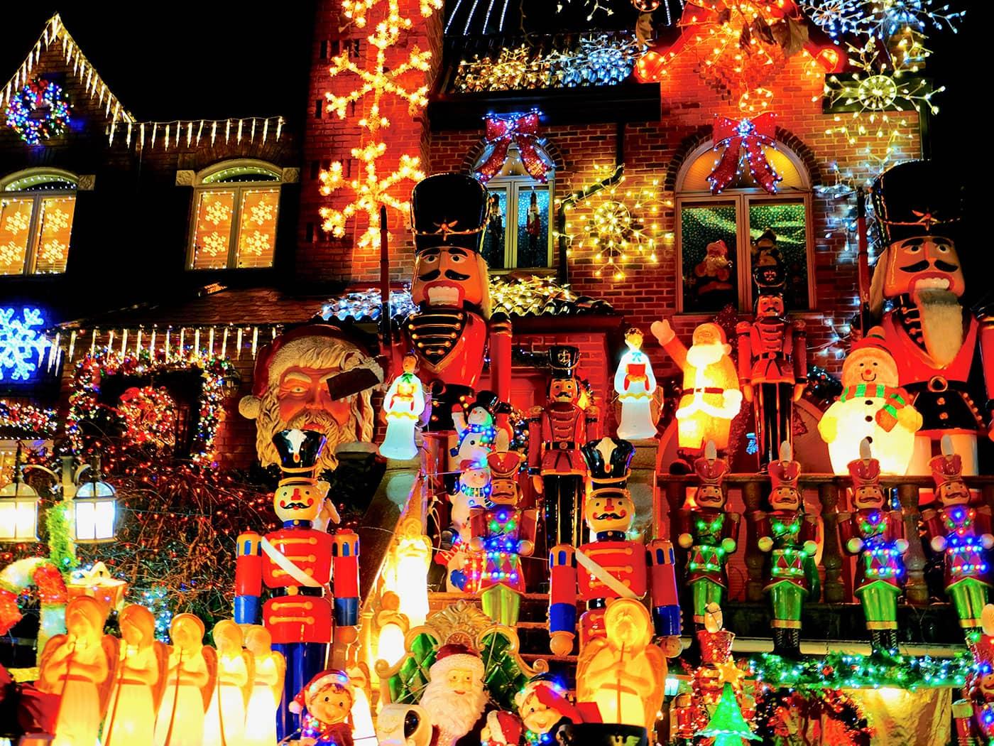 Dyker Heights Christmas Lights - Bonecos