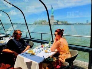 Cruzeiro com almoço no Bateaux em Nova York