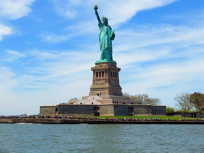 Cruzeiro com almoço no Bateaux em Nova York - Estátua da Liberdade