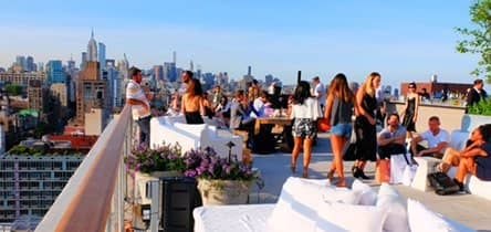 Visite um bar rooftop